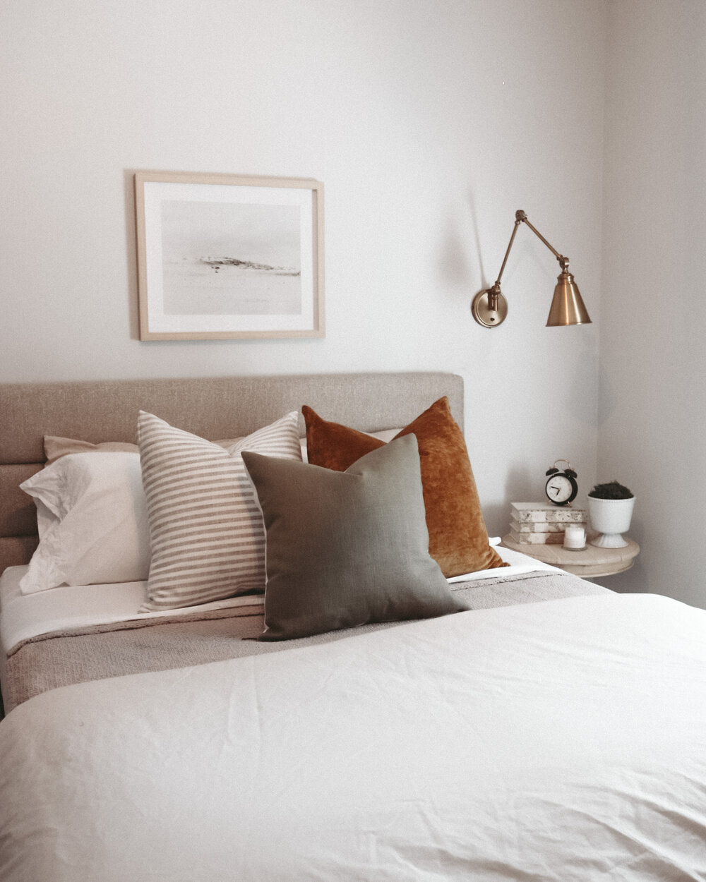 Guest room bed decor